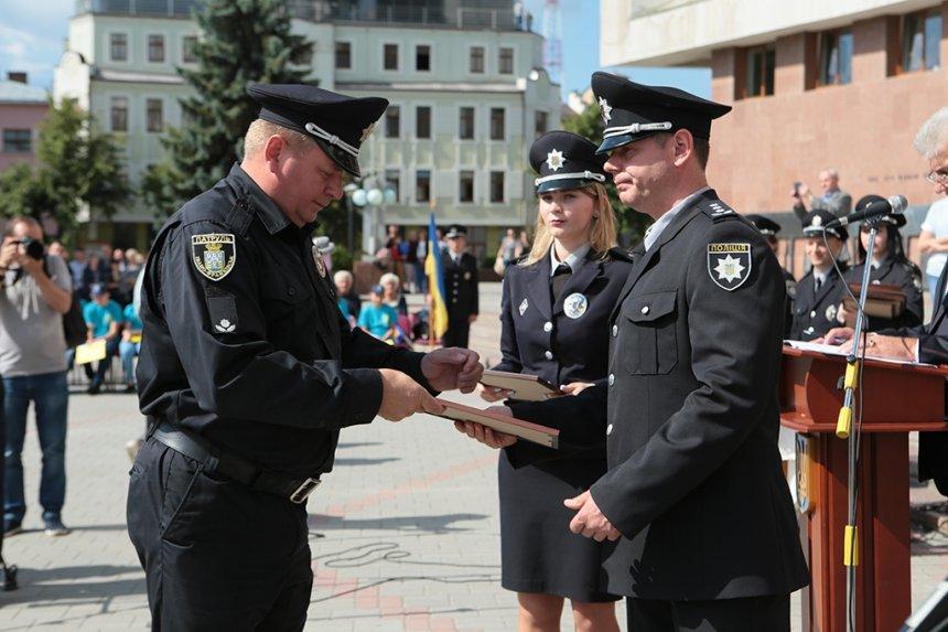 Прикарпатських поліцейських під Білим домом привітали із професійним святом. ФОТО, фото-5