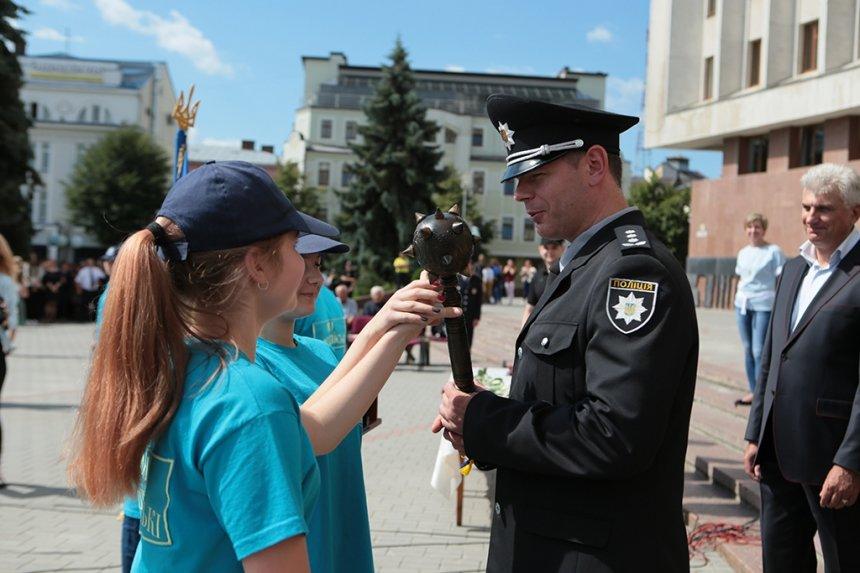 Прикарпатських поліцейських під Білим домом привітали із професійним святом. ФОТО, фото-9