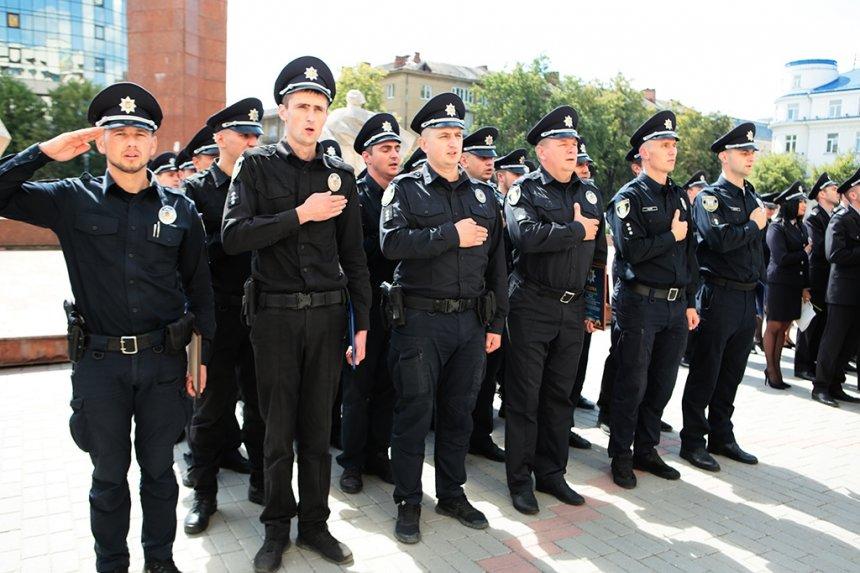 Прикарпатських поліцейських під Білим домом привітали із професійним святом. ФОТО, фото-19