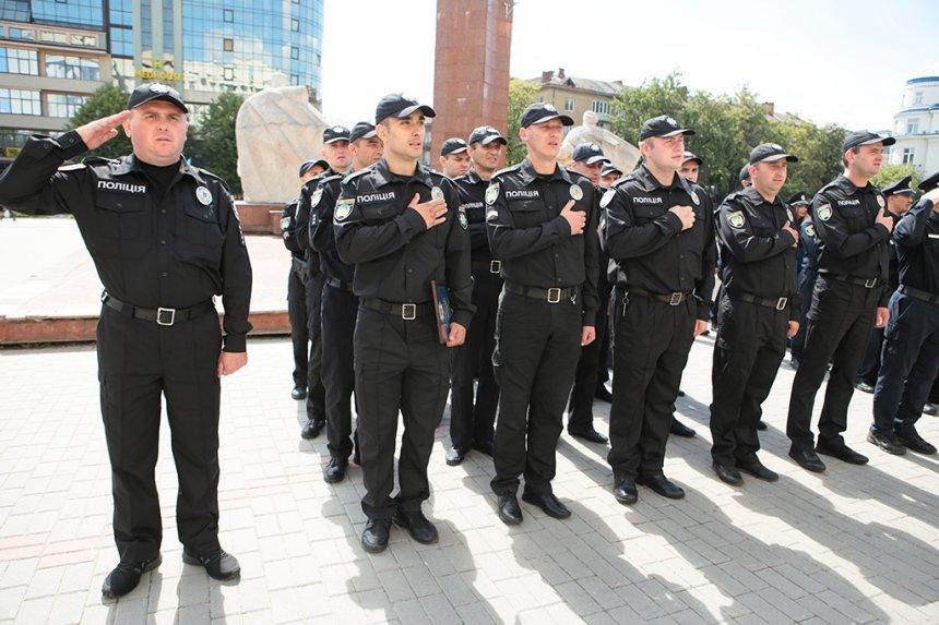 Прикарпатських поліцейських під Білим домом привітали із професійним святом. ФОТО, фото-18