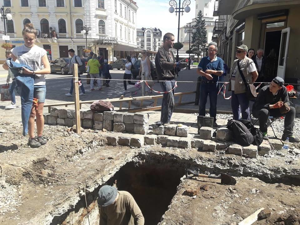 """""""Історична гаряча точка"""". У середмісті Франківська розкопують залишки Тисменицької брами. ФОТО, фото-4"""