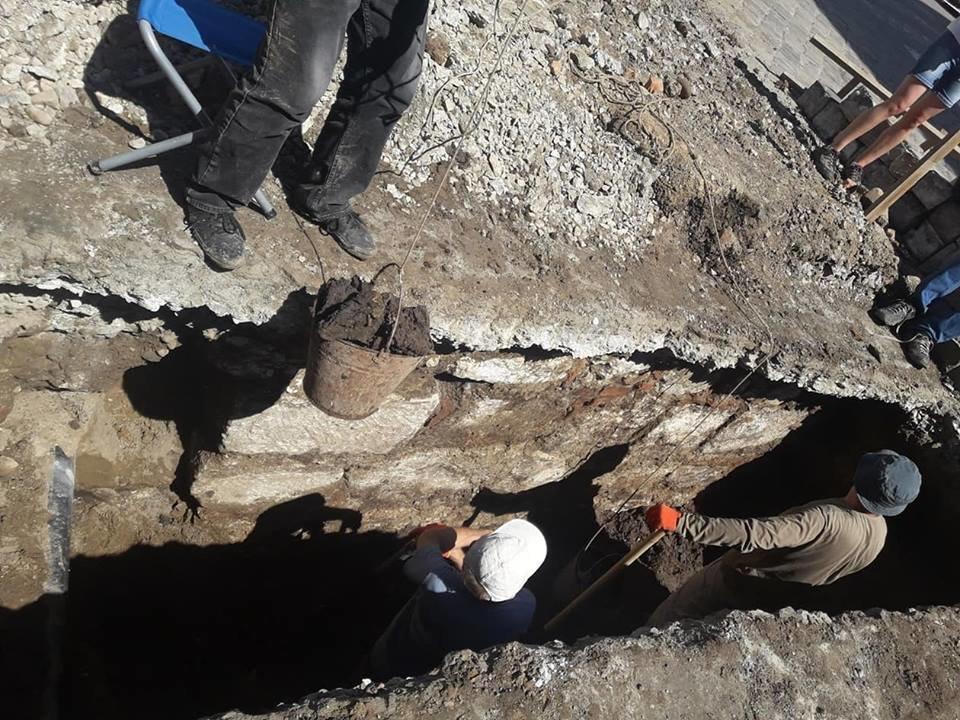 """""""Історична гаряча точка"""". У середмісті Франківська розкопують залишки Тисменицької брами. ФОТО, фото-5"""
