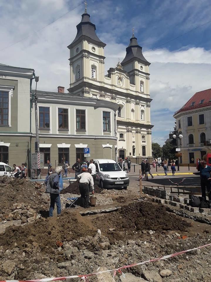 """""""Історична гаряча точка"""". У середмісті Франківська розкопують залишки Тисменицької брами. ФОТО, фото-1"""