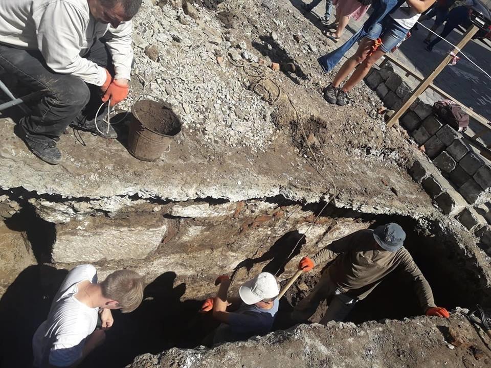 """""""Історична гаряча точка"""". У середмісті Франківська розкопують залишки Тисменицької брами. ФОТО, фото-6"""