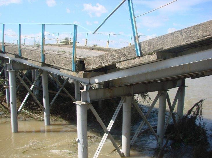 На Калущині негода зруйнувала міст між селами. ФОТО, фото-1