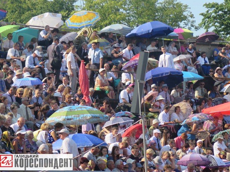 Тисячі Свідків Єгови зібралися на конгрес у Франківську. ФОТО, фото-18
