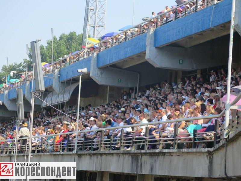 Тисячі Свідків Єгови зібралися на конгрес у Франківську. ФОТО, фото-1