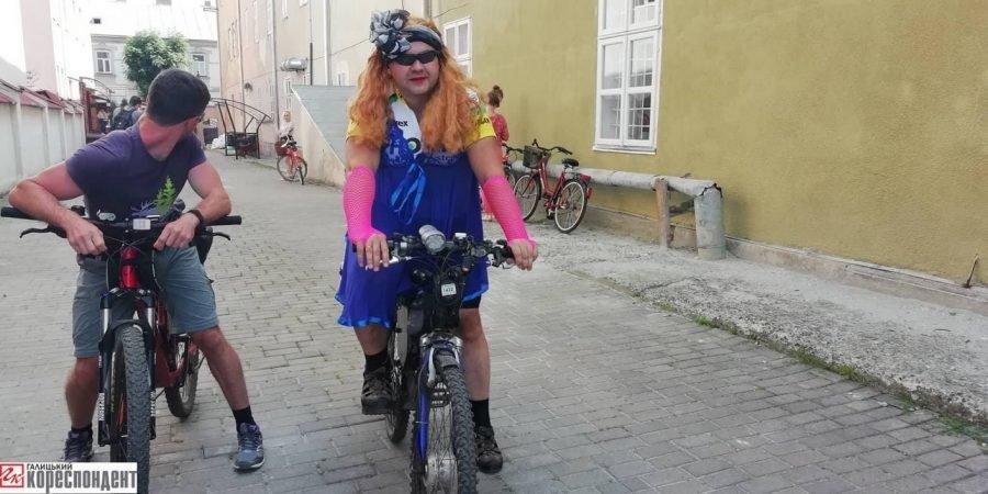 Пін-ап на роверах: велопарад дівчат у Франківську. ФОТО, фото-2