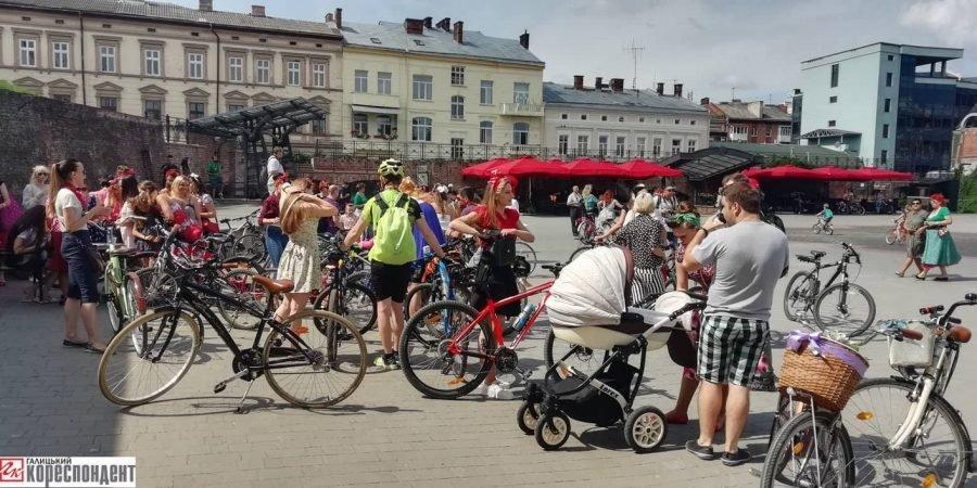 Пін-ап на роверах: велопарад дівчат у Франківську. ФОТО, фото-3