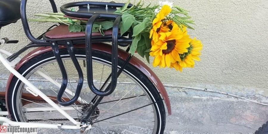 Пін-ап на роверах: велопарад дівчат у Франківську. ФОТО, фото-4