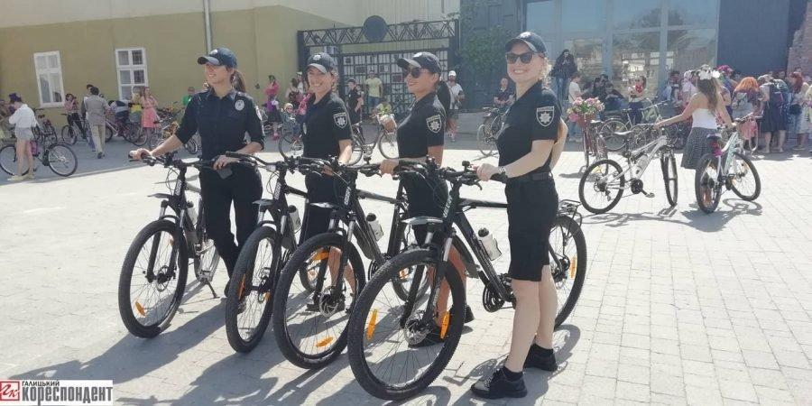 Пін-ап на роверах: велопарад дівчат у Франківську. ФОТО, фото-5