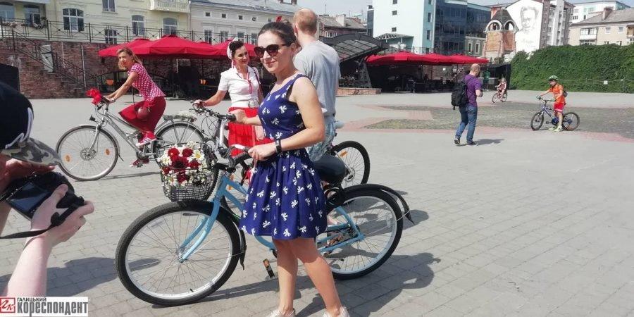 Пін-ап на роверах: велопарад дівчат у Франківську. ФОТО, фото-8