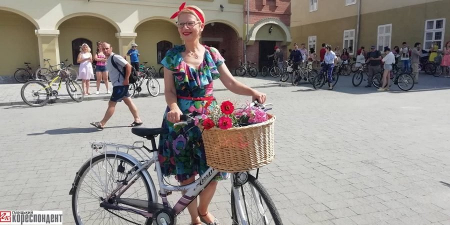 Пін-ап на роверах: велопарад дівчат у Франківську. ФОТО, фото-9