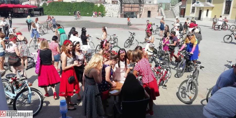 Пін-ап на роверах: велопарад дівчат у Франківську. ФОТО, фото-11
