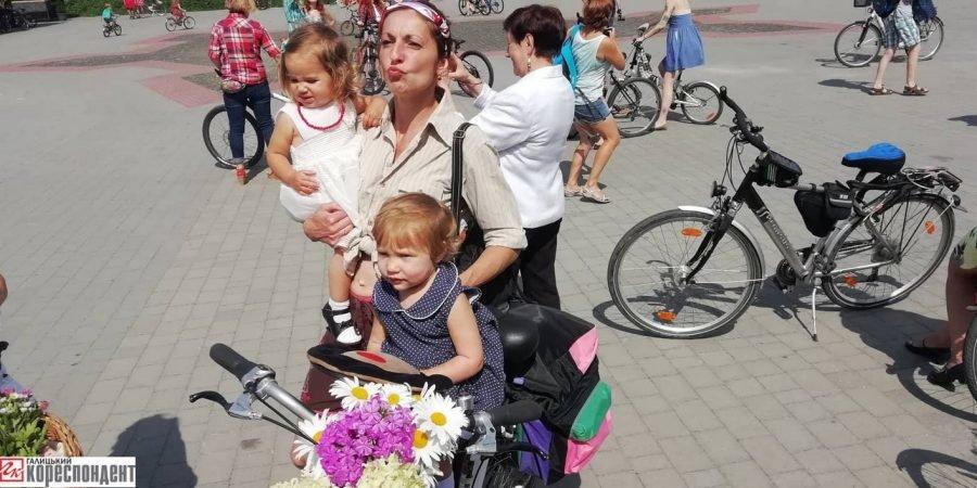 Пін-ап на роверах: велопарад дівчат у Франківську. ФОТО, фото-13