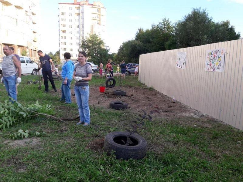 Жителі Пасічної власноруч облаштували сквер, аби на його місці не розпочалось будівництво. ФОТО, фото-2
