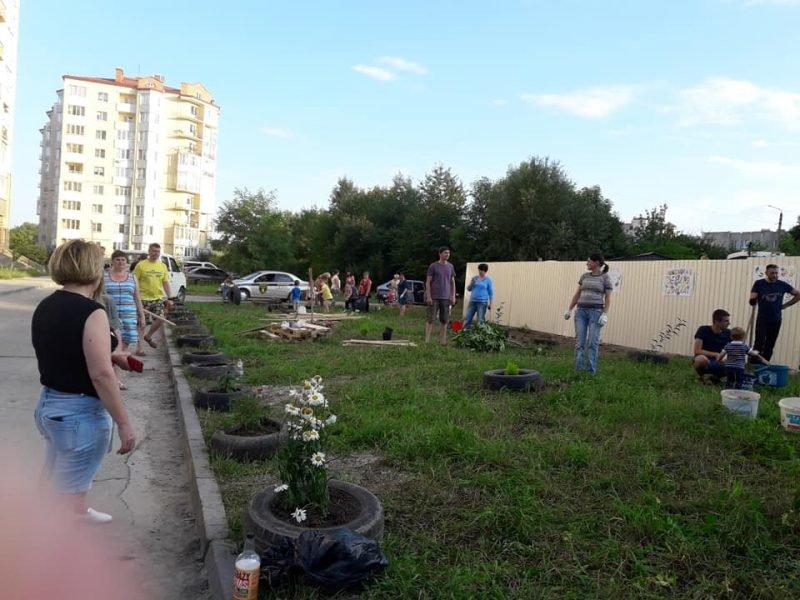 Жителі Пасічної власноруч облаштували сквер, аби на його місці не розпочалось будівництво. ФОТО, фото-3