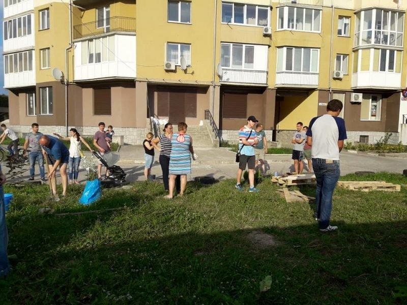 Жителі Пасічної власноруч облаштували сквер, аби на його місці не розпочалось будівництво. ФОТО, фото-5