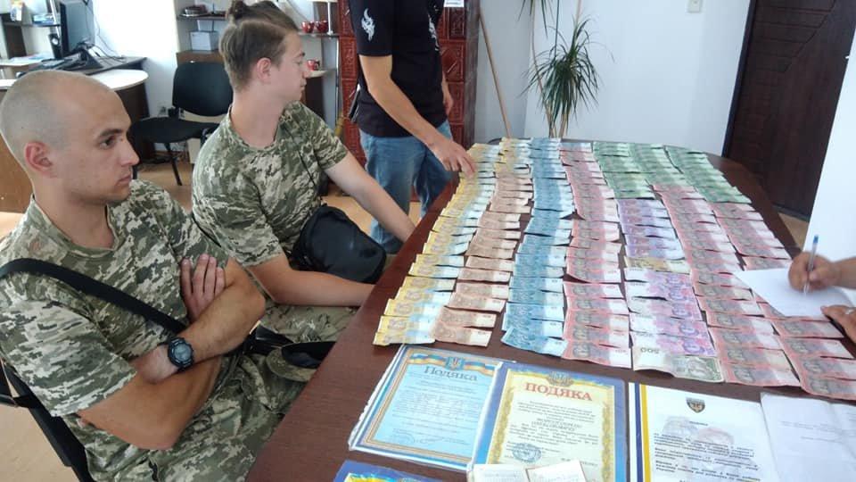 «Журналісти» у Франківську продавали газети на «благодійність». ФОТО, фото-7