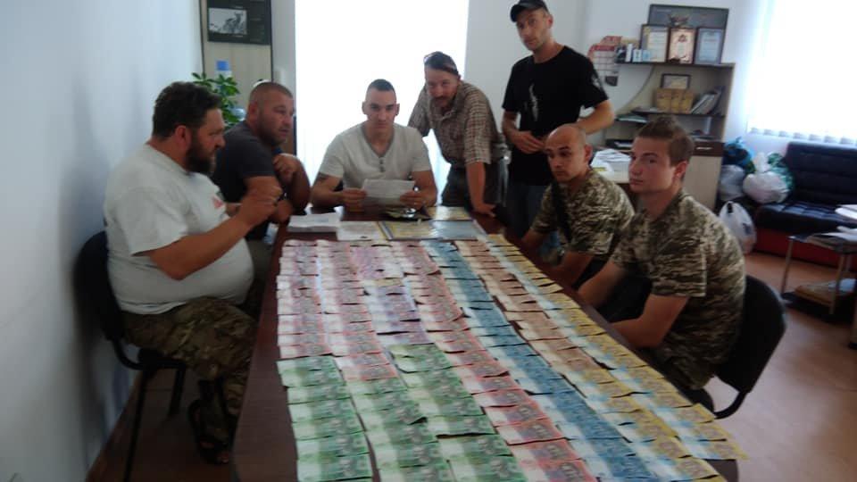 «Журналісти» у Франківську продавали газети на «благодійність». ФОТО, фото-2