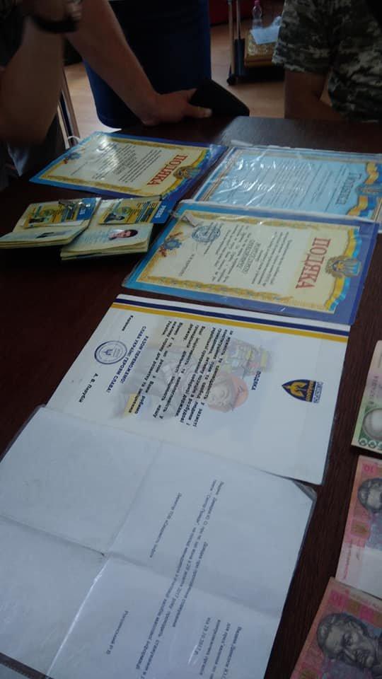 «Журналісти» у Франківську продавали газети на «благодійність». ФОТО, фото-5