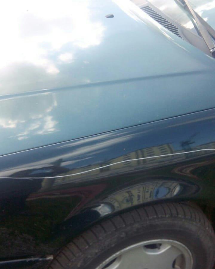 Пенсіонерка із цеглиною у Франківську нищить авто. ФОТО, фото-3