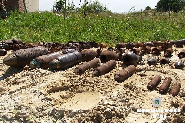 """На Прикарпатті підірвали боєприпаси, що """"поза законом"""". ФОТО, фото-4"""