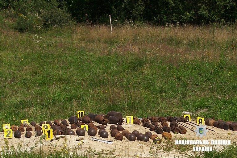 """На Прикарпатті підірвали боєприпаси, що """"поза законом"""". ФОТО, фото-5"""