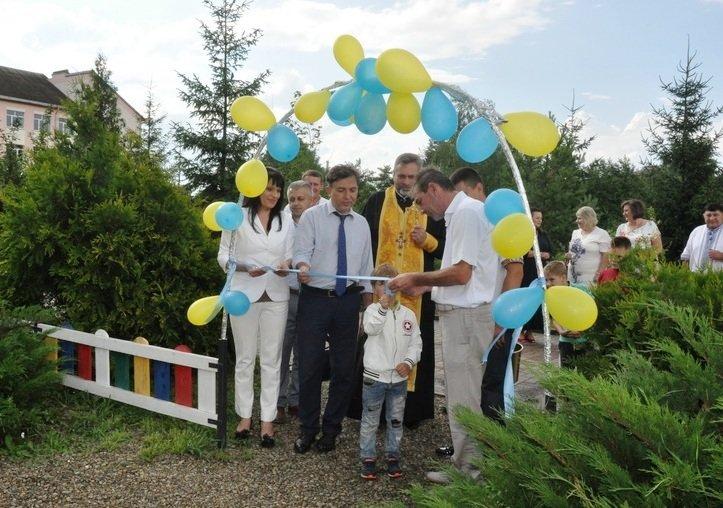 На Тисмениччині відкрили новий дитячий майданчик. ФОТО, фото-1