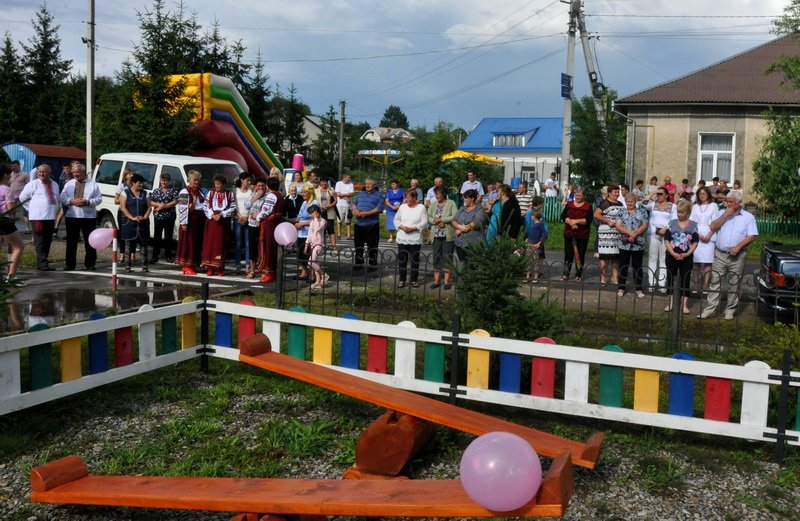 На Тисмениччині відкрили новий дитячий майданчик. ФОТО, фото-2