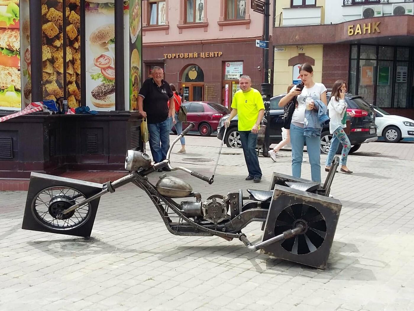 Зробіть МотоФото! Локація - на площі Ринок у Франківську. ФОТО, фото-1