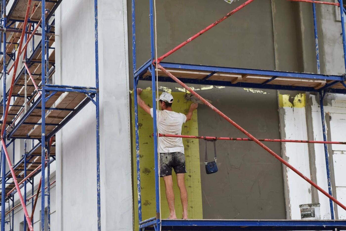 У Франківську ремонтують будівлю важливого призначення. ФОТО, фото-3