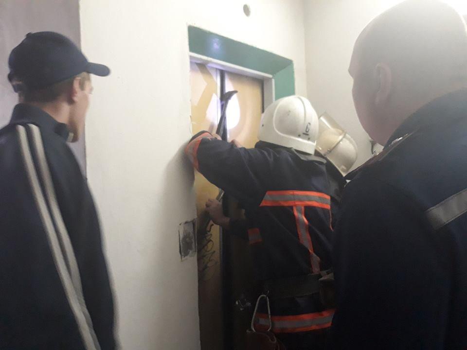 В Калуші зірвався ліфт, в якому була мама з двома маленькими дітками. ФОТО, фото-1