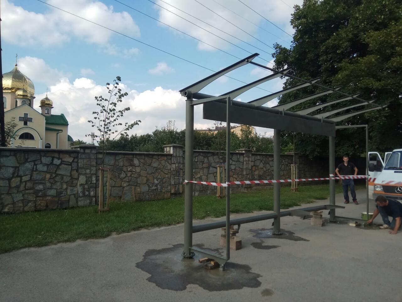 У Франківську - на три сучасні зупинки стало більше. ФОТО, фото-1