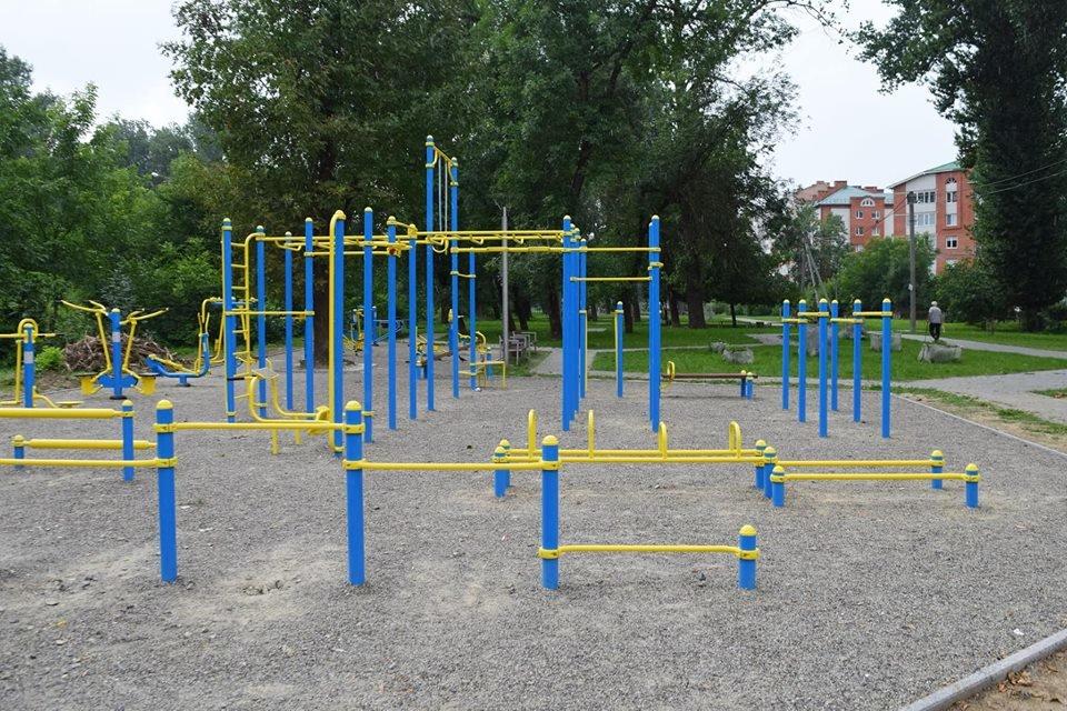 Жовто-блакитний і спортивний сквер у Франківську. ФОТО, фото-7