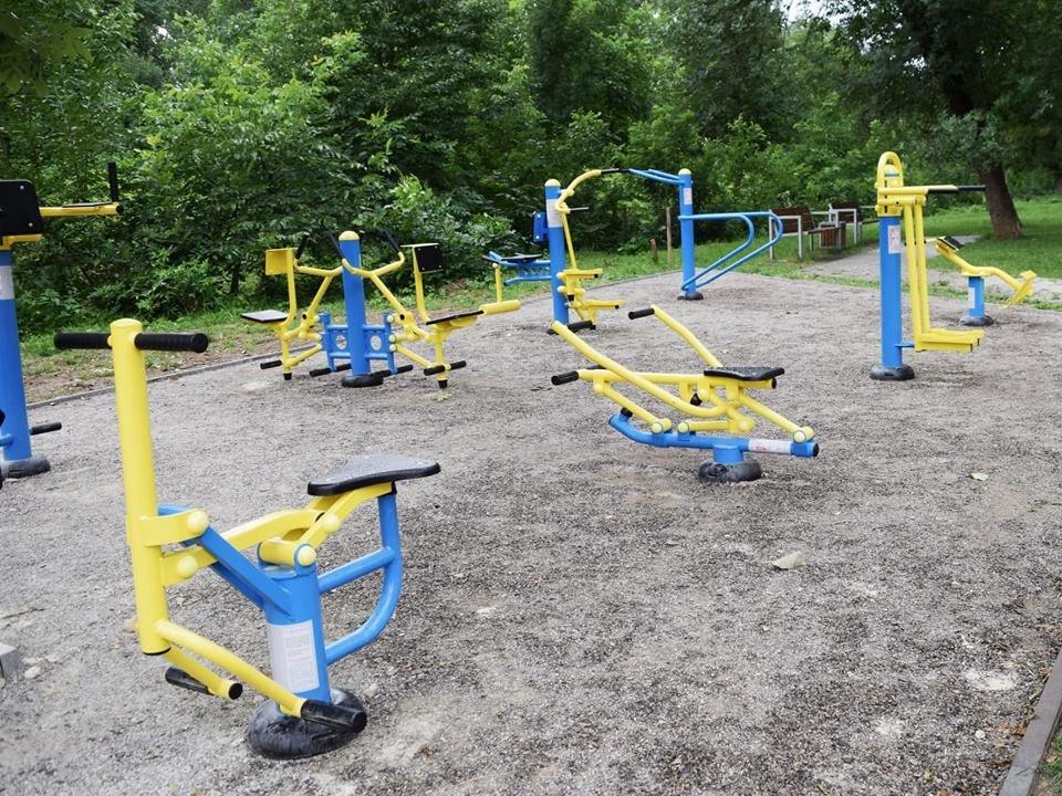 Жовто-блакитний і спортивний сквер у Франківську. ФОТО, фото-11
