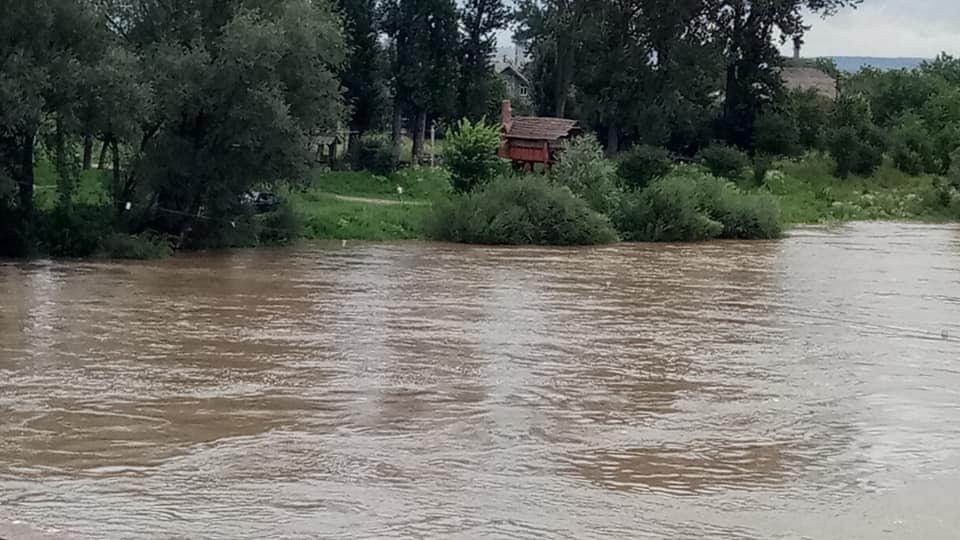 Через сильні дощі розливаються Луква та Лімниця. ФОТО, фото-5