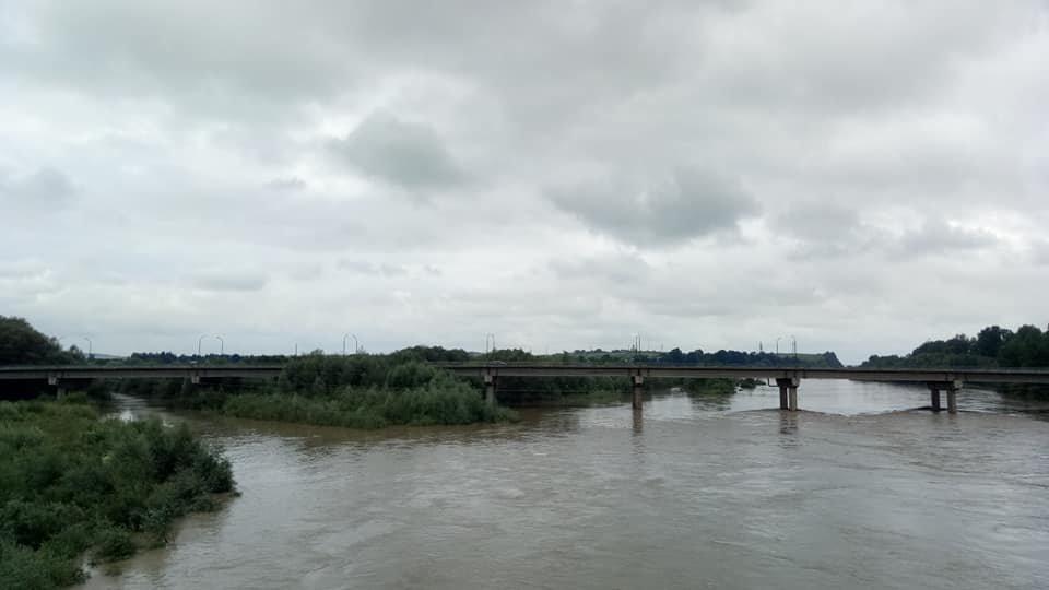 Через сильні дощі розливаються Луква та Лімниця. ФОТО, фото-2