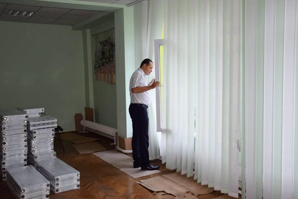 """""""Карпатська казка"""" стане теплішою: облаштовують фасад. ФОТО, фото-1"""