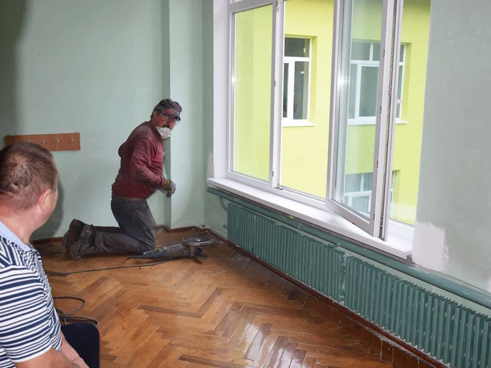 """""""Карпатська казка"""" стане теплішою: облаштовують фасад. ФОТО, фото-9"""
