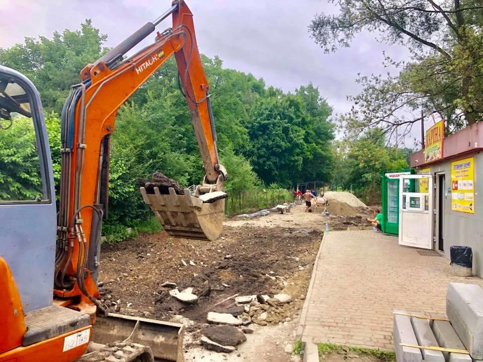 Франківський парк стане доступнішим: облаштовують новий вхід. ФОТО, фото-2