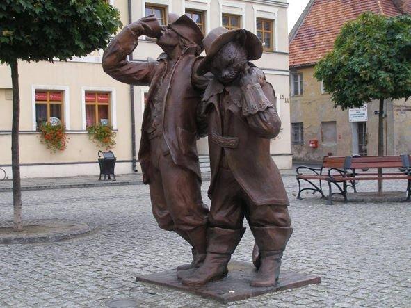 На Привокзальній площі пропонують встановити пам'ятники... п'яницям. ФОТО, фото-1