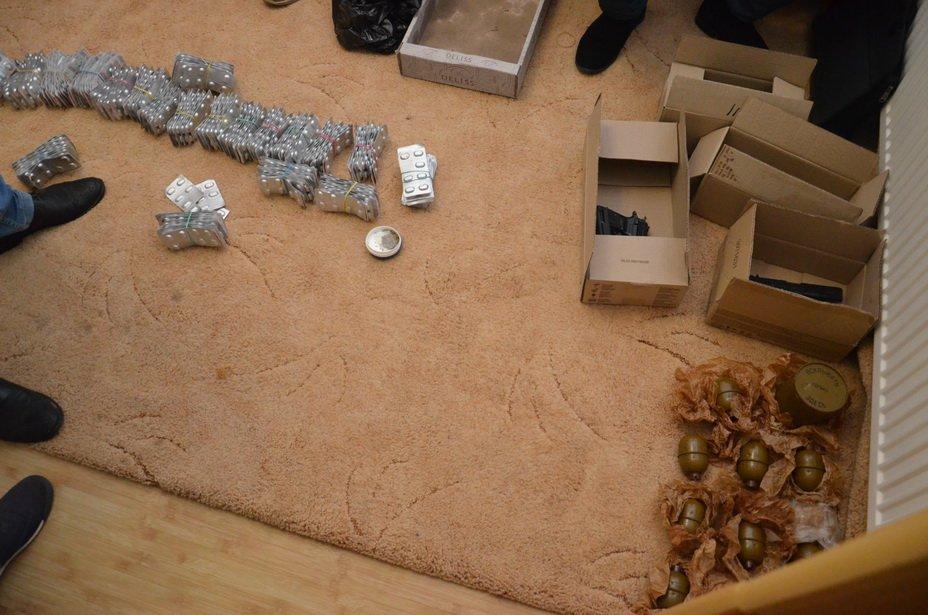 """Наркотиків та зброї на мільйон: правоохоронці """"прикрили"""" бізнес братів у Калуші. ФОТО, фото-2"""