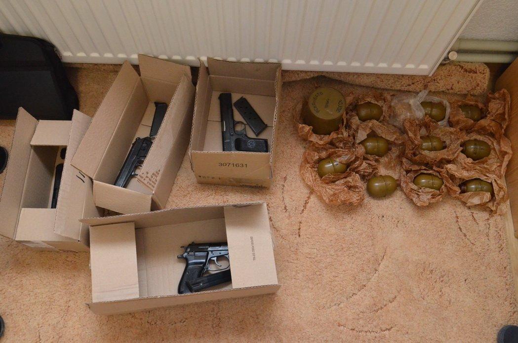 """Наркотиків та зброї на мільйон: правоохоронці """"прикрили"""" бізнес братів у Калуші. ФОТО, фото-4"""