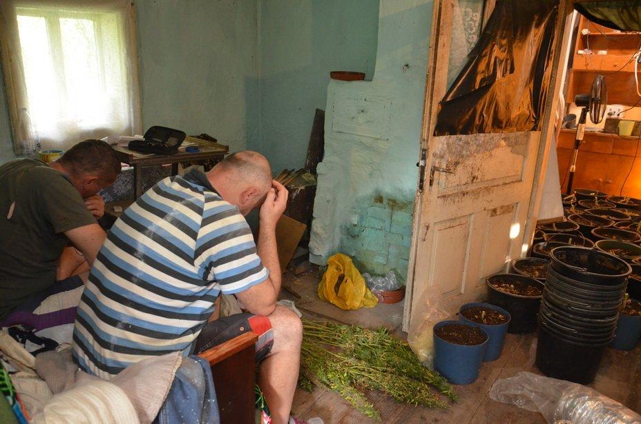 """Наркотиків та зброї на мільйон: правоохоронці """"прикрили"""" бізнес братів у Калуші. ФОТО, фото-8"""