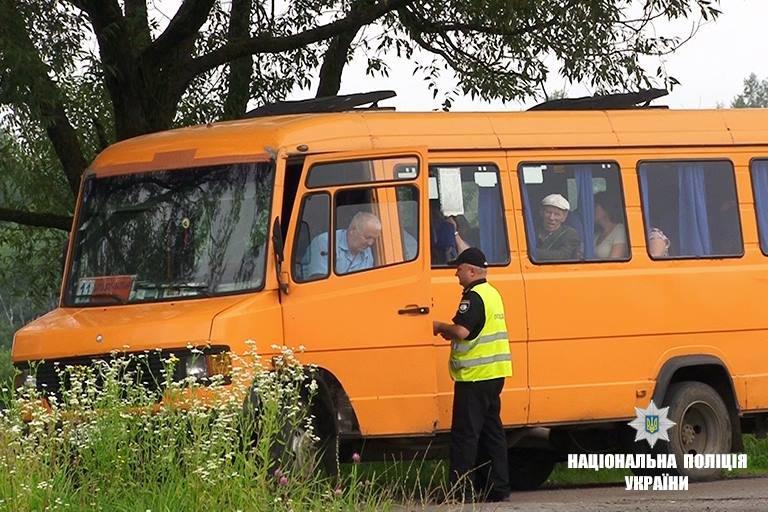 12 несправних автобусів правоохоронці виявили під час рейду. ФОТО, фото-3