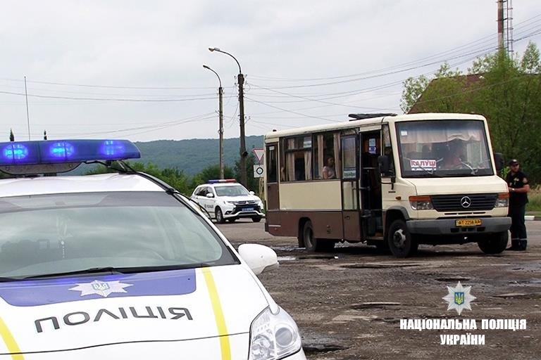12 несправних автобусів правоохоронці виявили під час рейду. ФОТО, фото-2