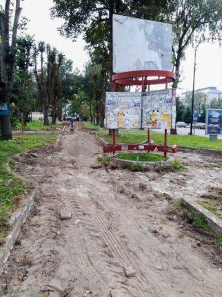 В Богородчанах облагороджують територію перед Домініканським собором. ФОТО, фото-2