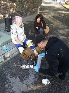 Бабусю рятували небайдужі люди. ФОТО, фото-2