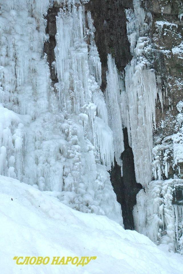 Неймовірні фото замерзлого водоспаду на Прикарпатті, фото-3